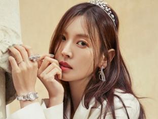 김소연, 티아라+화이트 슈트…남다른 웨딩 화보