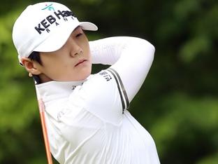 4위로 밀린 박성현, 몰아치기로 역전 우승 노린다