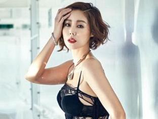 김성령, 50대라고 믿기지 않는 S라인 몸매·빛나는 미모 '눈길'