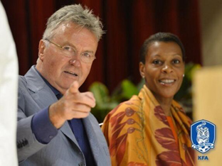 월드컵은 신태용 체제로 확정, 히딩크 역할은 협상 추진