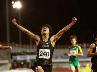 '20초40' 박태건, 남자 200m 한국 新..33년 만에 경신