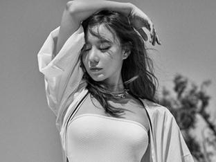 김아중, 나이가 믿기지 않는 몸매…본격 '남심 저격' 화보