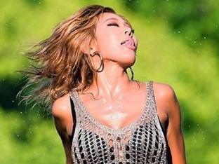 제시, '폭염' 무더위 날리는 치명적 패션으로 무대 위 올라 공연