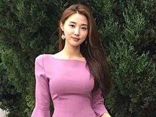 '김종민 소개팅녀' 황미나, 미모+몸매 우월…카라 허영지 친언니와 절친