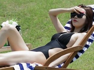 '운명과 분노' 소이현, 매끈한 수영복 자태로 시선스틸...