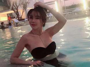 '골프 여제' 안신애, 수영장서 뽐낸 완벽 비키니 자태