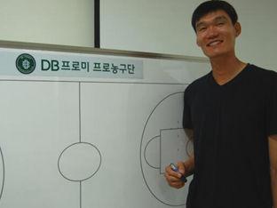 "DB 레전드에서 막내 코치로… 김주성 ""이름을 버렸다"""