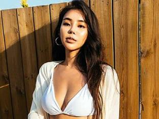 38인치 '엉짱' 원챔피언십 링걸 김지나, 초미니 비키니로 여름을 불러들여