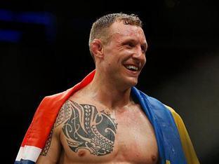 스웨덴 UFC 스타, 구스타프손 지고 허만슨 뜬다