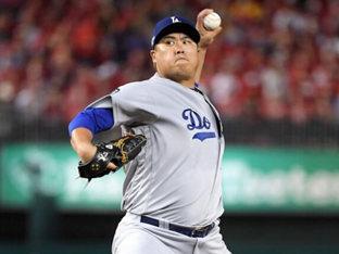 "MLB.com ""류현진, QO 수락 선수 최초로 대형 계약 가능"""