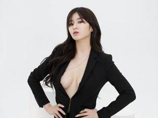 '맥심모델' 김우현, 보일 듯 말 듯 아찔한 가슴골