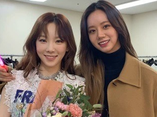 혜리, 태연 콘서트장서 눈부신 미모+열띤 응원..