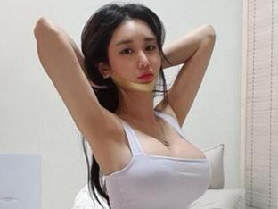 김이슬 '침실 고양이 자세로 뽐낸 F컵 볼륨'