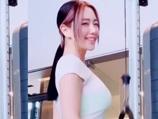 """클라라, 운동 중 섹시 윙크+미소..S라인 몸매 '감탄' """"나홀로""""[★SHOT!]"""