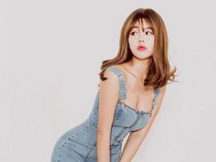 '리버풀 여신' 정유나, 셀프 화보로 수줍게 드러낸 몸매
