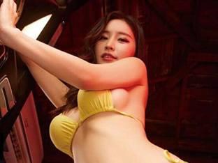 '미스 맥심' 김나정 아나, 오락실 비키니 화보