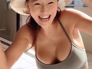 'LA 거주' 윤현숙, '지진 공포' 호소후 자택 테라스서 비키니 입고 태닝