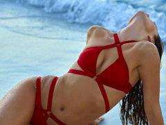 에밀리 디도나토, 손바닥만한 비키니 입고 19금 육감몸매 과시