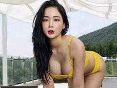 맥심화보 7월호 표지모델 박청아 인스타그램