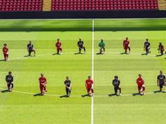 리버풀 선수단 '단체 무릎꿇기'로 미국 흑인사망 시위 지지