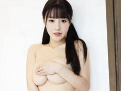 중국 모델 朱可儿, 감출 수 없는 볼륨감