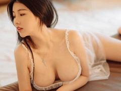 중국 모델 娜露Selena, 레이스 잠옷 입고 섹시미 발산