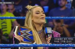 WWE 스맥다운 940_ 나탈리야의 챔피언 벨트를 노리는 카멜라 (나탈리야, 카멜라)