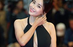 """""""터질듯한 가슴 라인""""…홍이주, 아슬아슬 파격 노출 (2017 부산국제영화제)"""