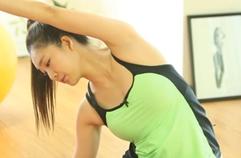 늘어진 등 근육ㆍ겨드랑이 군살 제거 방법…등 근육 이완하는 요가