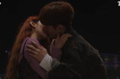 첫 키스에 흥분한 강미나의 호랑이 꼬리 주목 (뒤에 블랙박스..)
