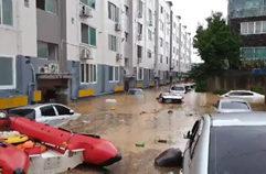 10분만에 물에 잠긴 대전 아파트…고무보트 타고 탈출