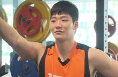 3대 운동 460kg 드는 이대헌 '농구 스탯도 번쩍?' / KBS뉴스(News)