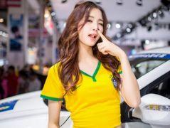 브라질 유니품을 입은 차이나 레이싱모델