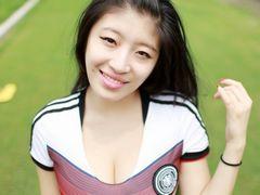 풍만한 가슴,매력적인 미소,독일을 응원한 풋볼 베이비